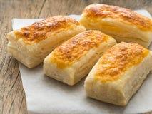 Få nya rullar med en läcker skorpa av smördeg, närbild Fotografering för Bildbyråer