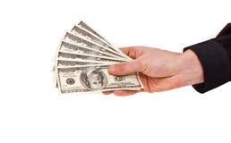 Få räkningar av USA-dollar i den manliga handen Arkivfoton