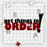 Få saker i beställningspusselstycken organiserar ditt liv eller arbetar Arkivbilder