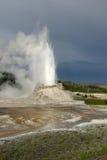 få utbrott geyser för slott Royaltyfria Bilder