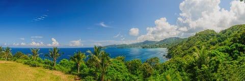Fågel-öga panorama av den Phuket kustlinjen Arkivbilder