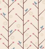 Fågel på trädet. Arkivfoton