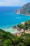 Fågel`-s-öga sikt av den Monterosso alstoen, Cinque Terre National Par Royaltyfri Fotografi