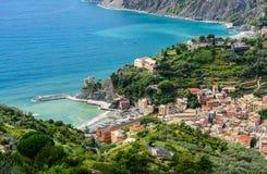 Fågel`-s-öga sikt av den Monterosso staden, Cinque Terre, Italien Fotografering för Bildbyråer