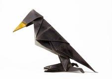 fågelhand - korpsvart gjord origami Arkivfoto