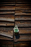Fågelhus på träskjul Arkivbilder