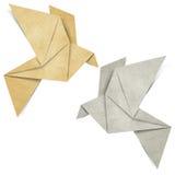 fågeln gjord origamipapperspapercraft återanvänder Arkivfoto