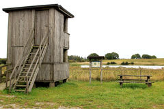Fågelobservationstorn nära Baldringe, Sverige Arkivfoton