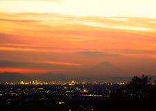 Fågelsikt av den Tokyo staden på skymning Royaltyfria Foton