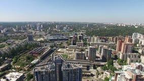Fågelsikten av den moderna staden lager videofilmer