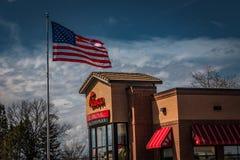 Fågelunge-Fil-Enrestaurang med USA flaggan Arkivbilder