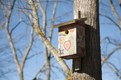 Fåglar house i färger Arkivfoton