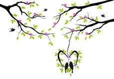 Fåglar på tree i hjärta bygga bo,   vektor illustrationer