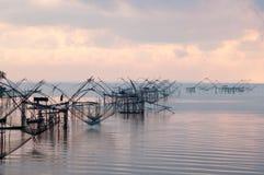 Fånga fisken med fisknätet på talanoien, pattalung Thailand Arkivbilder