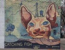 Fånga fiskväggmålningen av Dan Colcer, djupa Ellum, Texas Arkivbilder