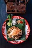 Fånga krabbor thailändskt för block som tjänas som med limefrukt, salladslökar, böngroddar krossat jordnöt- och chilipulver Royaltyfria Foton