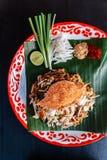 Fånga krabbor thailändskt för block som tjänas som med limefrukt, salladslökar, böngroddar krossat jordnöt- och chilipulver Royaltyfri Foto