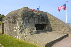 Fångad tysk bunker, Omaha Beach, Frankrike royaltyfri bild