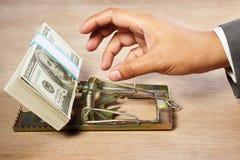 fångande pengar Arkivfoton