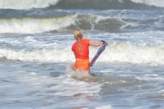 fångande waves Royaltyfri Foto