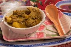 Fårköttcurryreceptet är typisk av Bengal och Bihar Gjort med getkött och kryddor som garammasalaen, koriander och spiskummin, den royaltyfri bild
