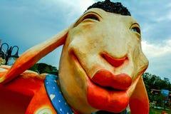 Fårstatyn grinar fotografering för bildbyråer