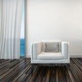 Fåtölj med seascapesikt och det hängde upp gardiner fönstret Royaltyfri Foto