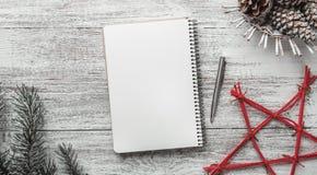 Félicitation avec les éléments modernes, avec l'espace pour Noël et de nouvelles vacances, vacances modernes de message Image libre de droits
