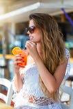 Férias da menina do verão e conceito da praia Imagens de Stock
