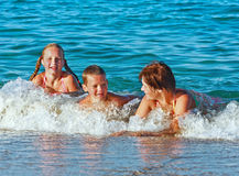 Férias de verão de Familys no mar Fotografia de Stock