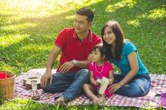 Férias em família na natureza foto de stock