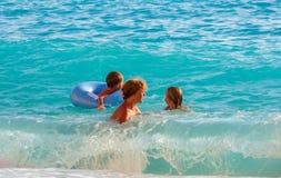 Férias em família no mar Ionian do verão fotos de stock