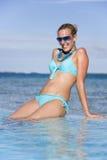 Férias - menina que Sunbathing Fotografia de Stock Royalty Free