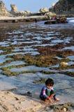 Férias na praia de Klayar, Pacitan Imagens de Stock