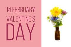 14 février le jour du ` s de valentine, carte avec le pré fleurit Photographie stock libre de droits