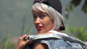 Fêmea à moda nova feliz video estoque