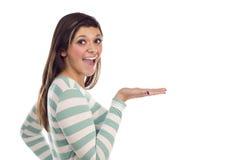 Fêmea étnica com a mão lisa para fora ao lado no branco Fotografia de Stock