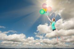 Fêmea adulta nova que está sendo levada acima e afastado nas nuvens perto foto de stock royalty free