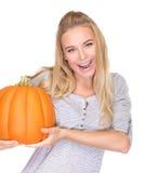 Fêmea alegre com abóbora festiva Fotografia de Stock