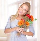 Fêmea alegre com flores Fotos de Stock Royalty Free