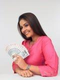 Fêmea asiática com notas Foto de Stock