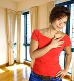 Fêmea asiática no apartamento imagens de stock royalty free