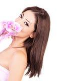 Fêmea bonita com orquídea roxa Imagens de Stock