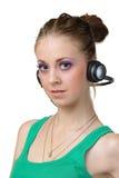 A fêmea bonita escuta música foto de stock