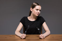 Fêmea com anorexia que morre de fome imagens de stock royalty free