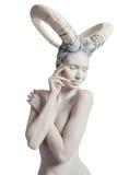 Fêmea com arte corporal da cabra Foto de Stock