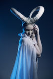 Fêmea com arte corporal da cabra Fotos de Stock Royalty Free