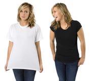 Fêmea com camisas em branco Fotos de Stock Royalty Free