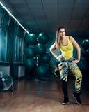 Fêmea do exercício da dança de Zumba foto de stock