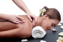 Fêmea durante o procedimento luxuoso da massagem Fotografia de Stock